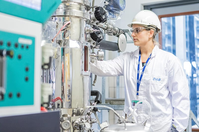 DAB employee working in the lab at bioproces pilot facility in delft